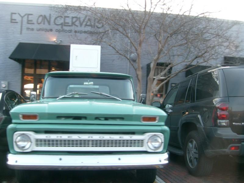 I love vintage trucks